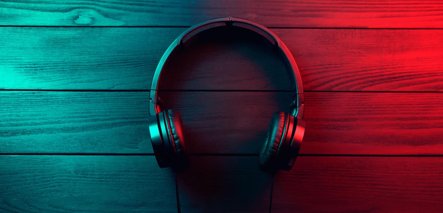 how do headphones work